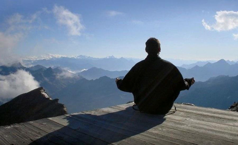 La pratica dello yoga sulle Alpi Apuane