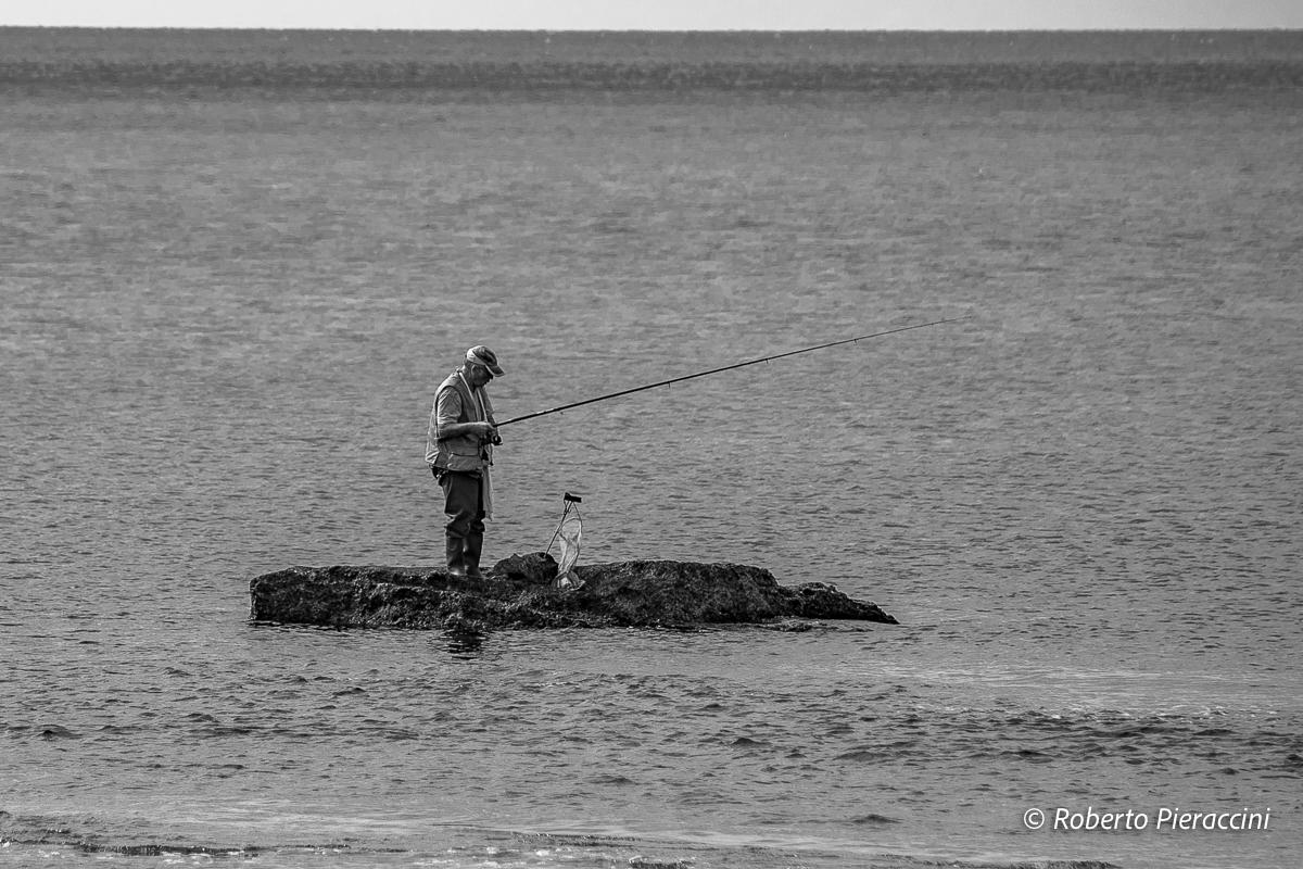 I pescatori non dovranno più pagare per i rifiuti raccolti in mare. L'UE fa propria l'idea toscana