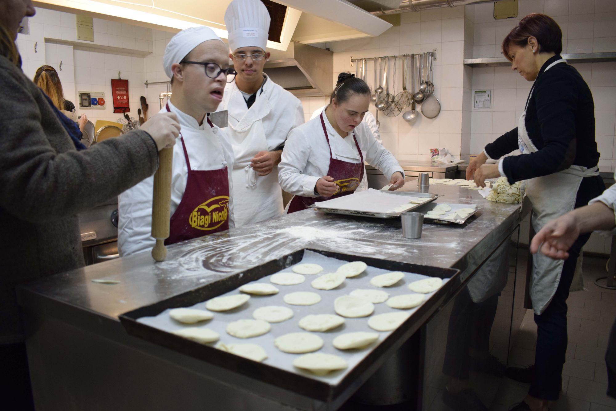 Lezioni di cucina per ragazzi down comune camaiore cronaca camaiore la voce degli enti - Corsi di cucina catania ...