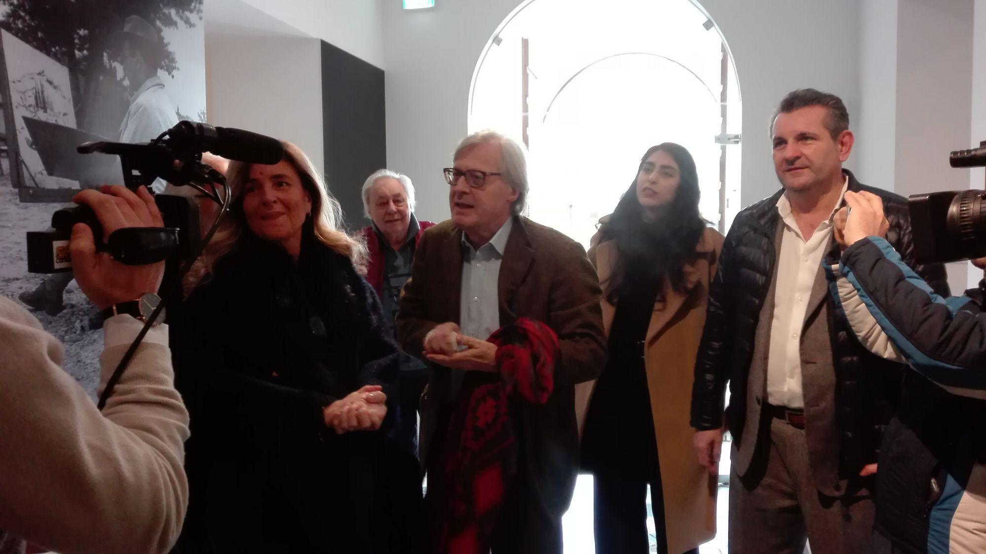 """Vittorio Sgarbi ospite a Forte dei Marmi alla mostra """"L'uomo dei Macchiaioli"""""""