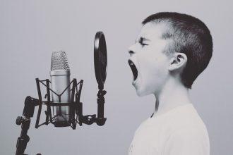 bambino cantante