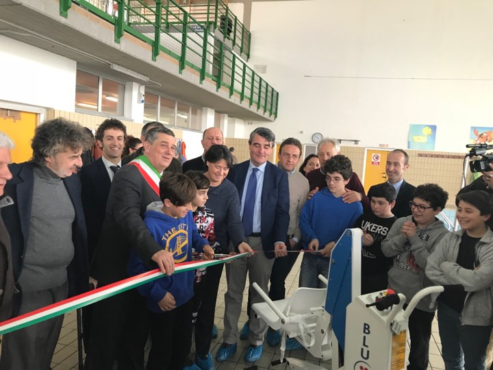 Inaugurato il sollevatore per disabili alla piscina comunale di Massarosa