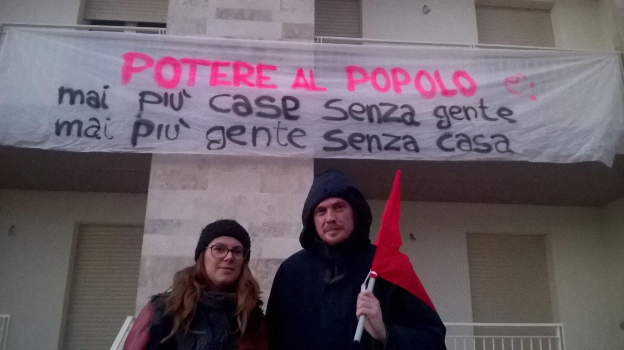"""""""Mai più case senza gente mai più gente senza case"""", occupazione simbolica al Varignano"""