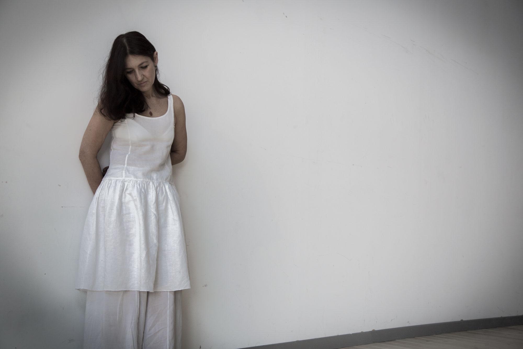 """""""Piantate in terra come un faggio o una croce"""", Elisabetta Salvatori porta il suo spettacolo a Milano"""