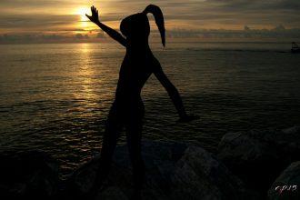 La ragazza sul mare