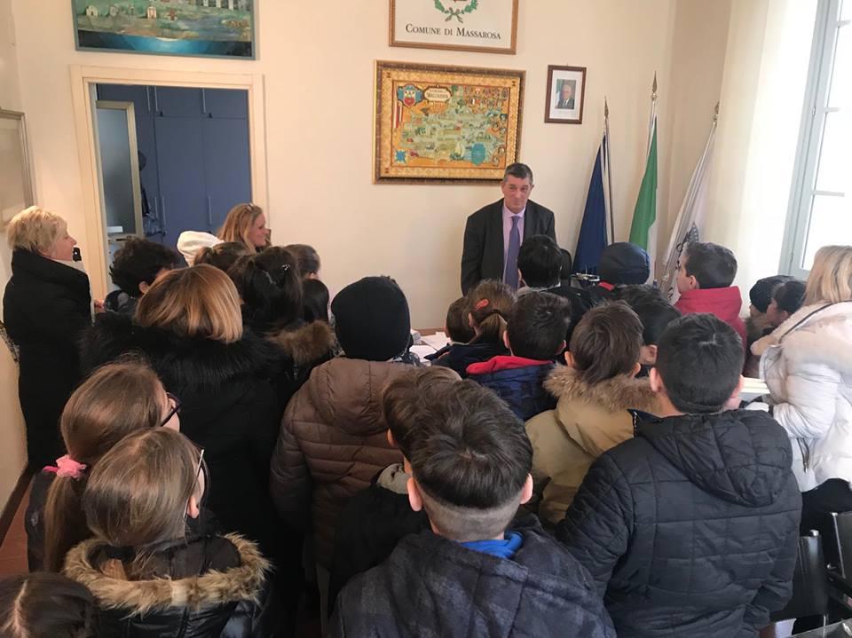 Le classi quarte della primaria di Massarosa in visita al Comune