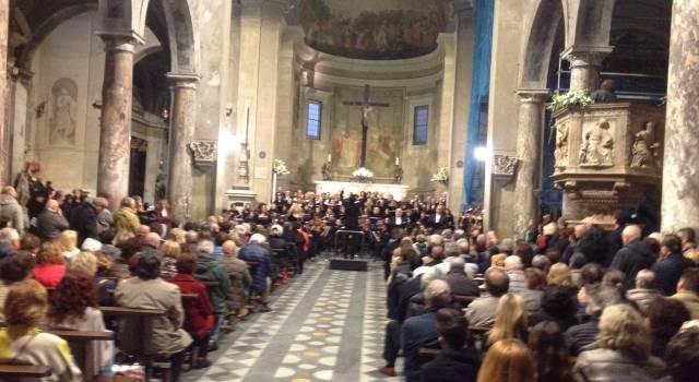 Chiesa piena per la Messa da Requiem