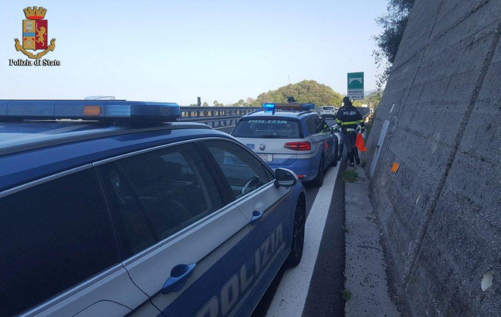 Auto sbanda sulla Bretella e finisce sul guard-rail: 4 donne ferite, una era incinta