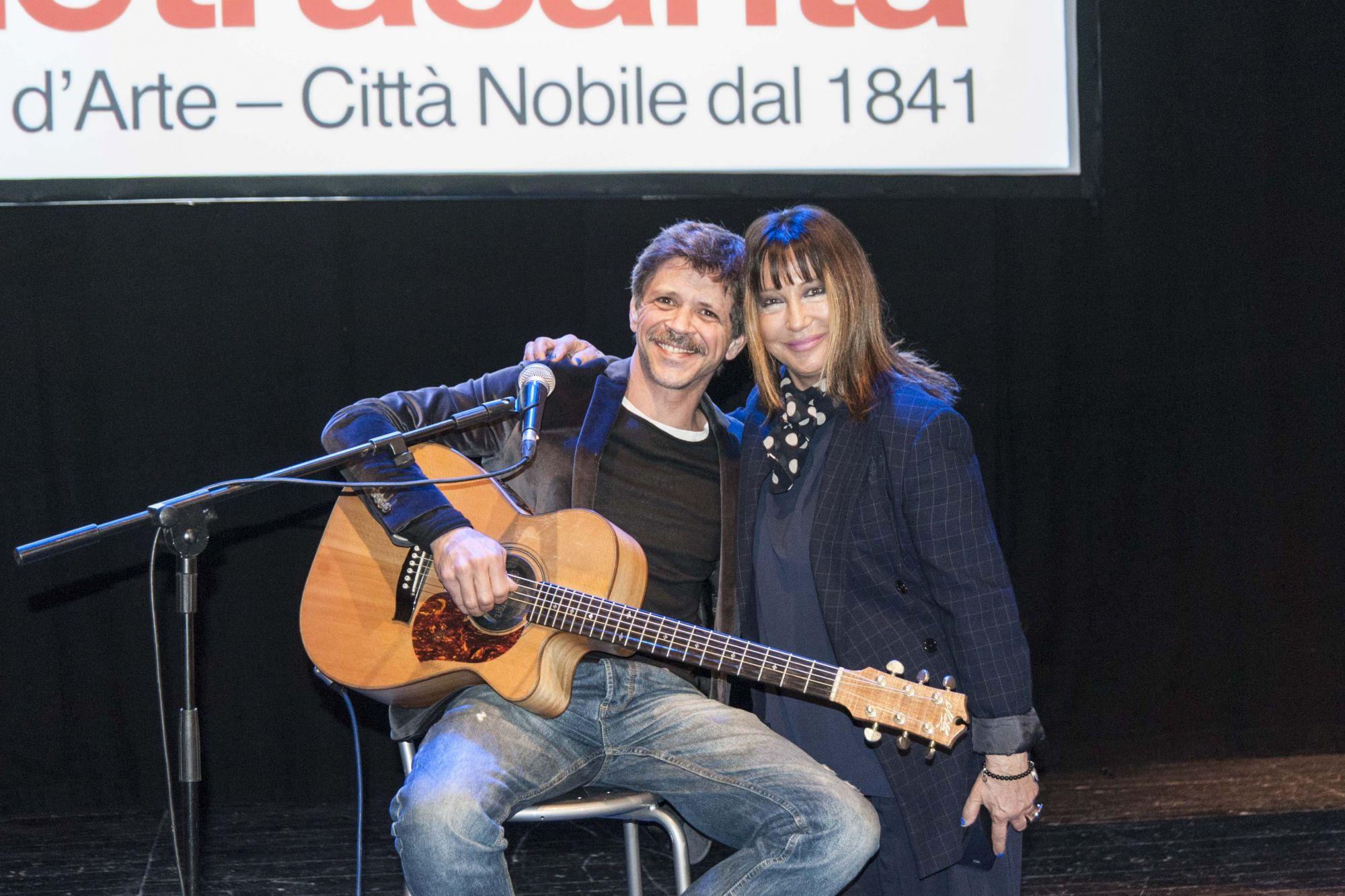 Applausi per l'omaggio di Marco Morandi a Rino Gaetano