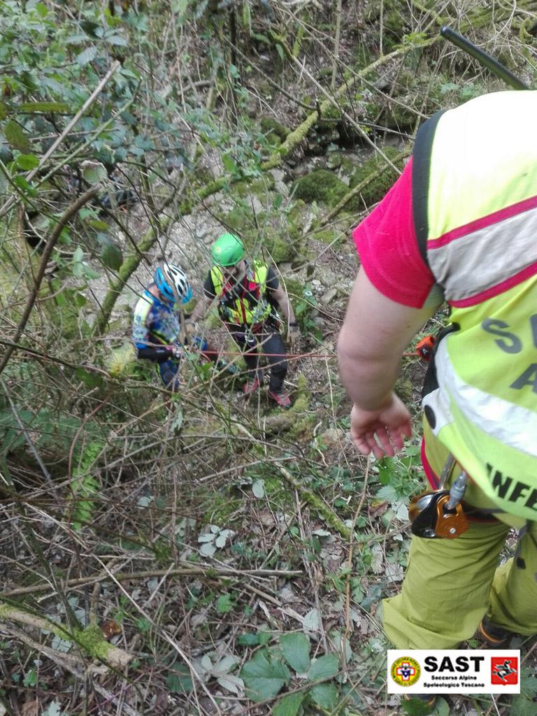 Biker si perde nel bosco, lo salva il Soccorso Alpino