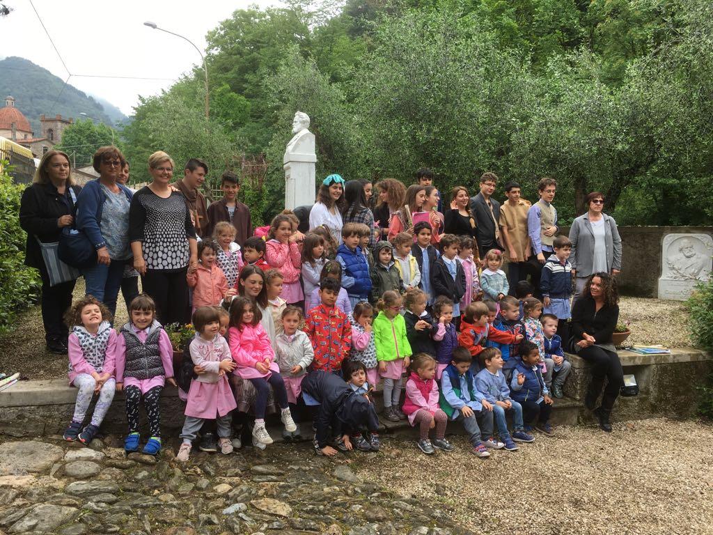 I bambini della Scuola dell'infanzia Dêlatre in visita a Casa Carducci