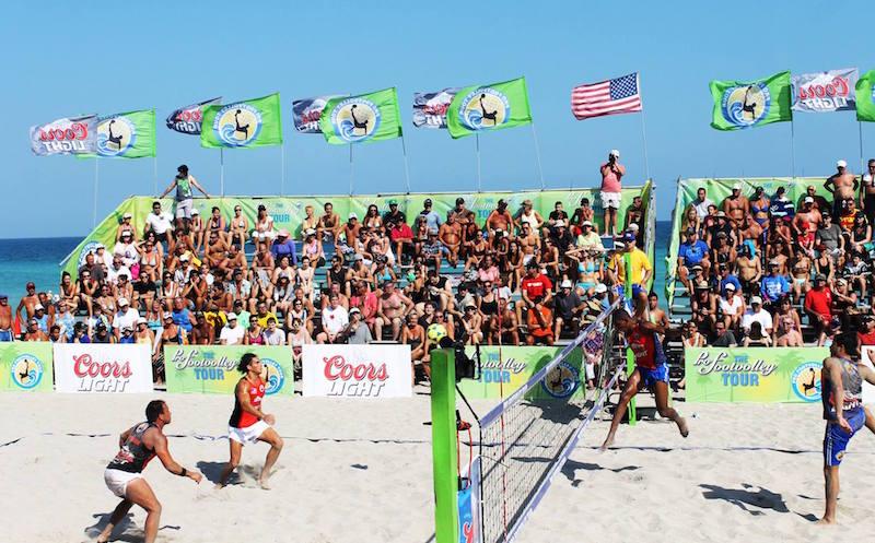 Footvolley mania al Beach Club, sfida Vip in spiaggia tra vecchie e nuove glorie calcio