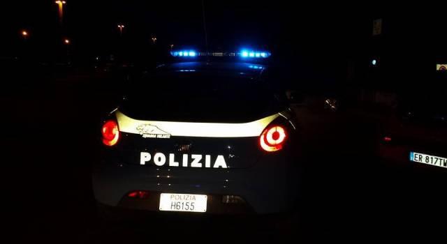 Intercettano un'auto rubata, inseguimento fino a Migliarino: i malviventi fuggono nei campi