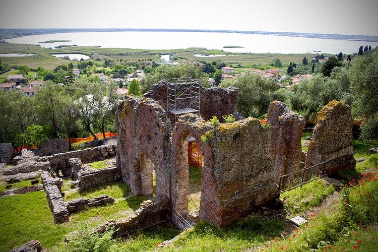 Visita alla villa romana di Massaciuccoli