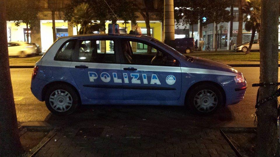 Pisa al setaccio: la Polizia con il cane della GdF controlla stazione e centro