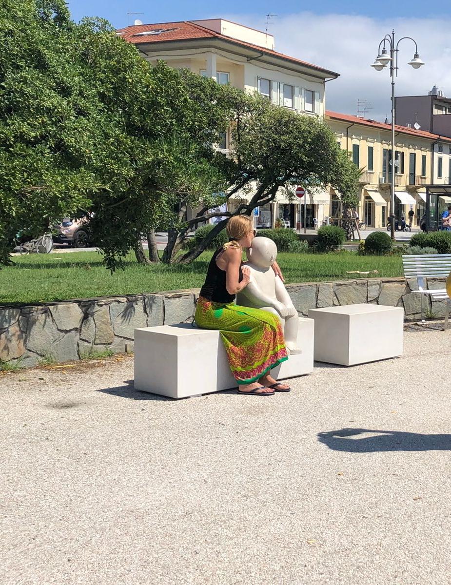 Partito l'allestimento della mostra degli artigiani di Pietrasanta al pontile