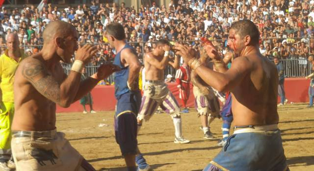 Calcio in Costume: Rossi contro Verdi, Bianchi contro Azzurri