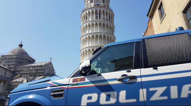 Abusivismo commerciale, blitz sotto la Torre pendente