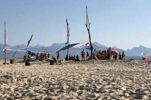 Rave party in spiaggia, la Lecciona come il Far West