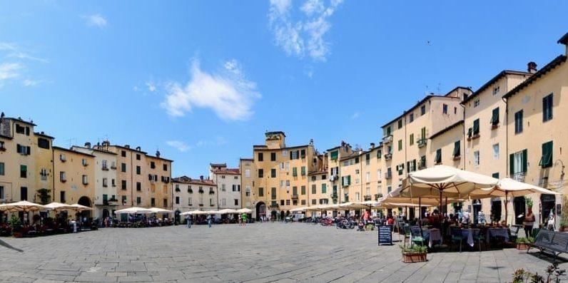 DoveVado - Lucca Piazza anfiteatro