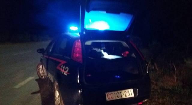 Esplode un colpo, fugge e travolge con l'auto il rivale: arrestato