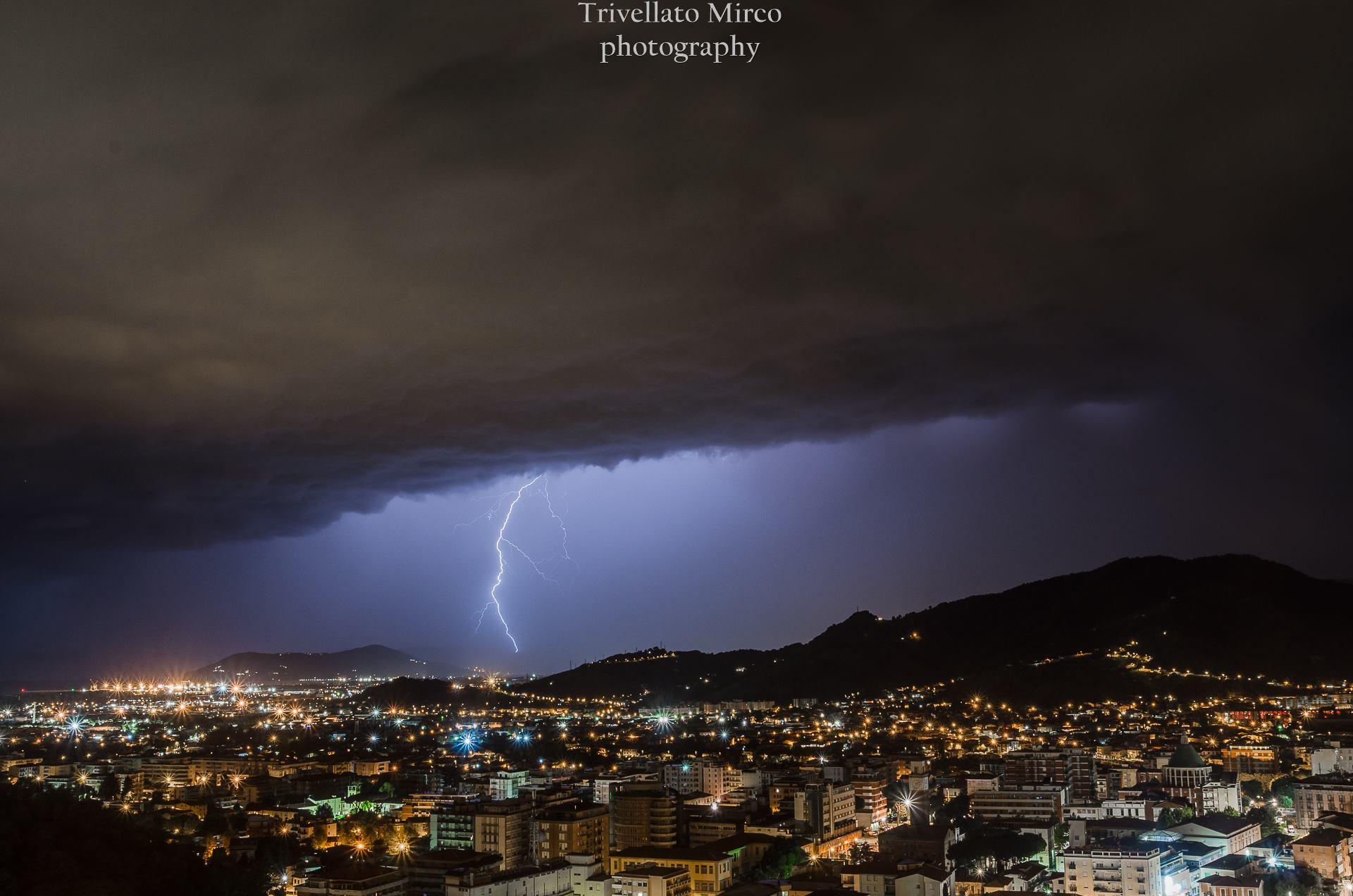 Maltempo, allerta meteo per forti temporali nella provincia di Massa Carrara