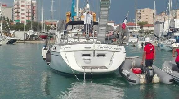 Barca spiaggiata, si cerca un disperso: chi avesse notizie contatti la capitaneria di porto