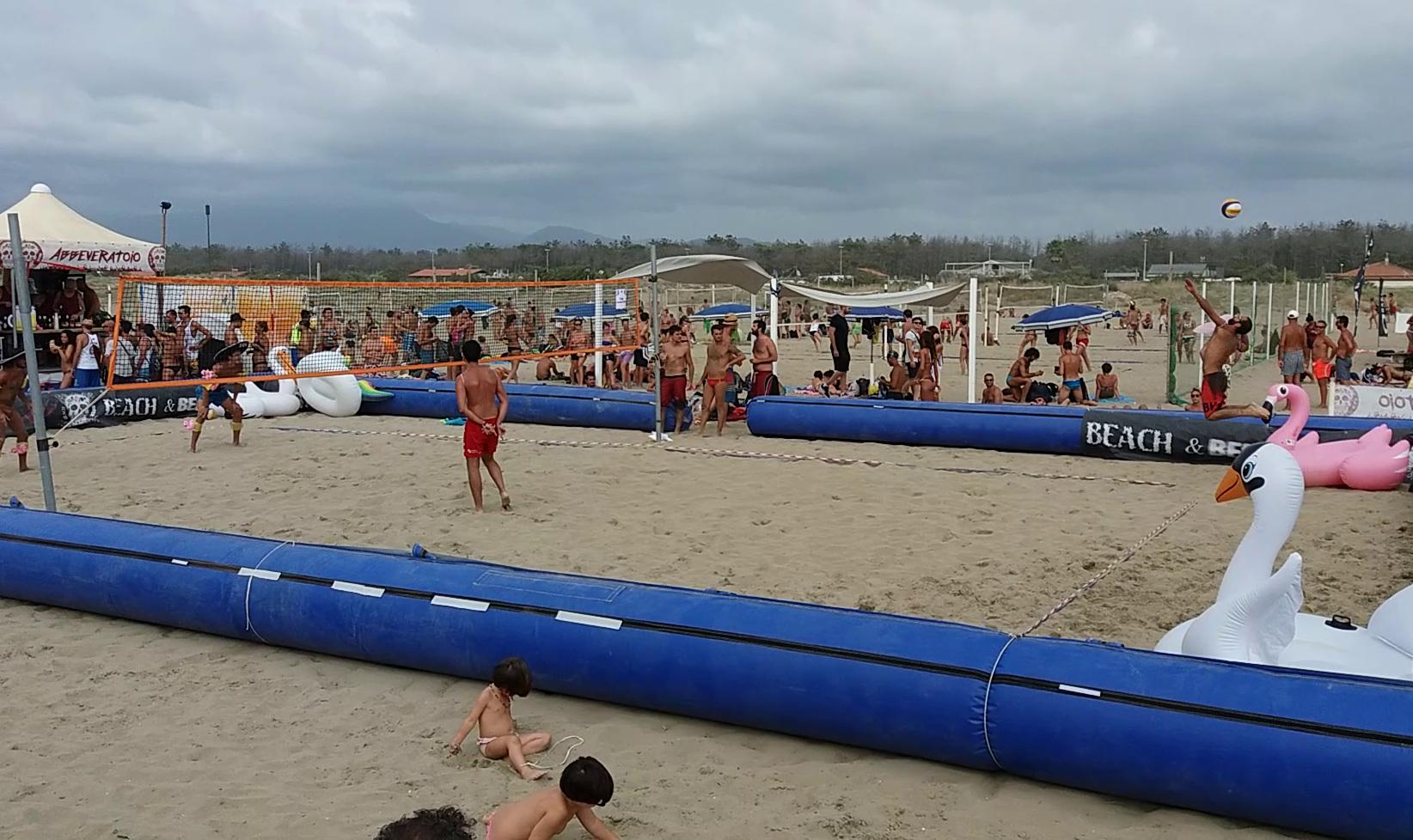 L 39 esercito del beach beer colora l 39 andrea doria sport - Bagno king marina di pietrasanta ...