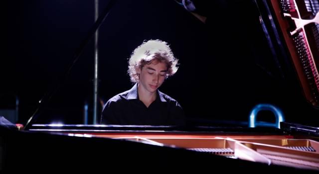 Emozioni e suggestioni per il concerto al Pontile di Josèf Edoardo Mossali