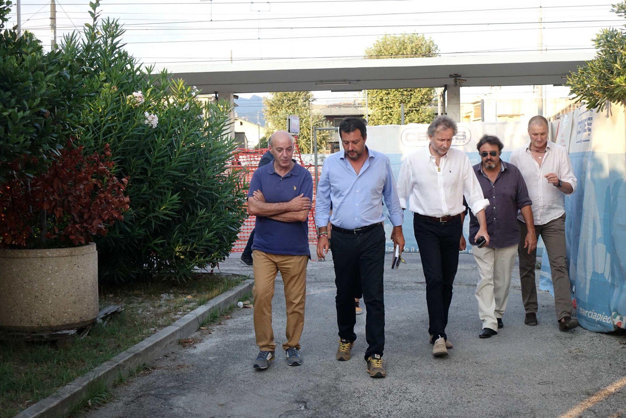 """Ponte Morandi, oggi lutto nazionale: """"Salvini per rispetto dei morti eviterà almeno in questa giornata di fare spot elettorali in giro per l'Italia con annessi selfie e sorrisi?"""""""