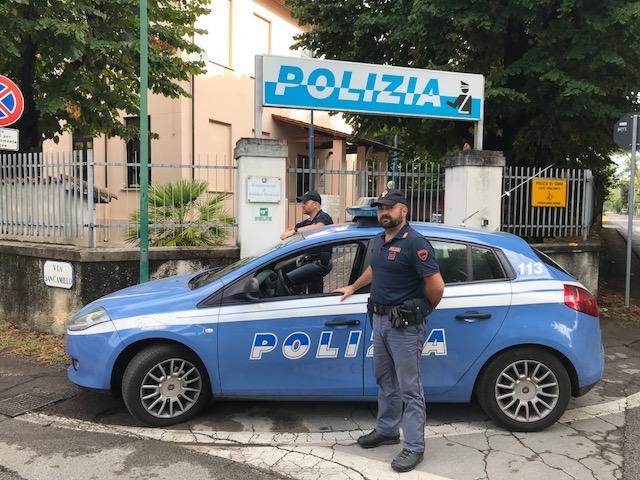 Ubriaco al volante e a folle velocità sfugge ai poliziotti che poi lo fermano