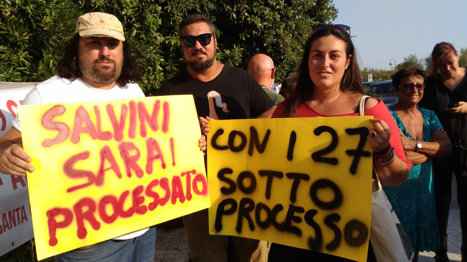 """""""Con i 27 a processo"""", Salvini contestato in Versiliana. Il vice premier dal palco su Genova: """"Non vogliamo un'altra Viareggio"""""""