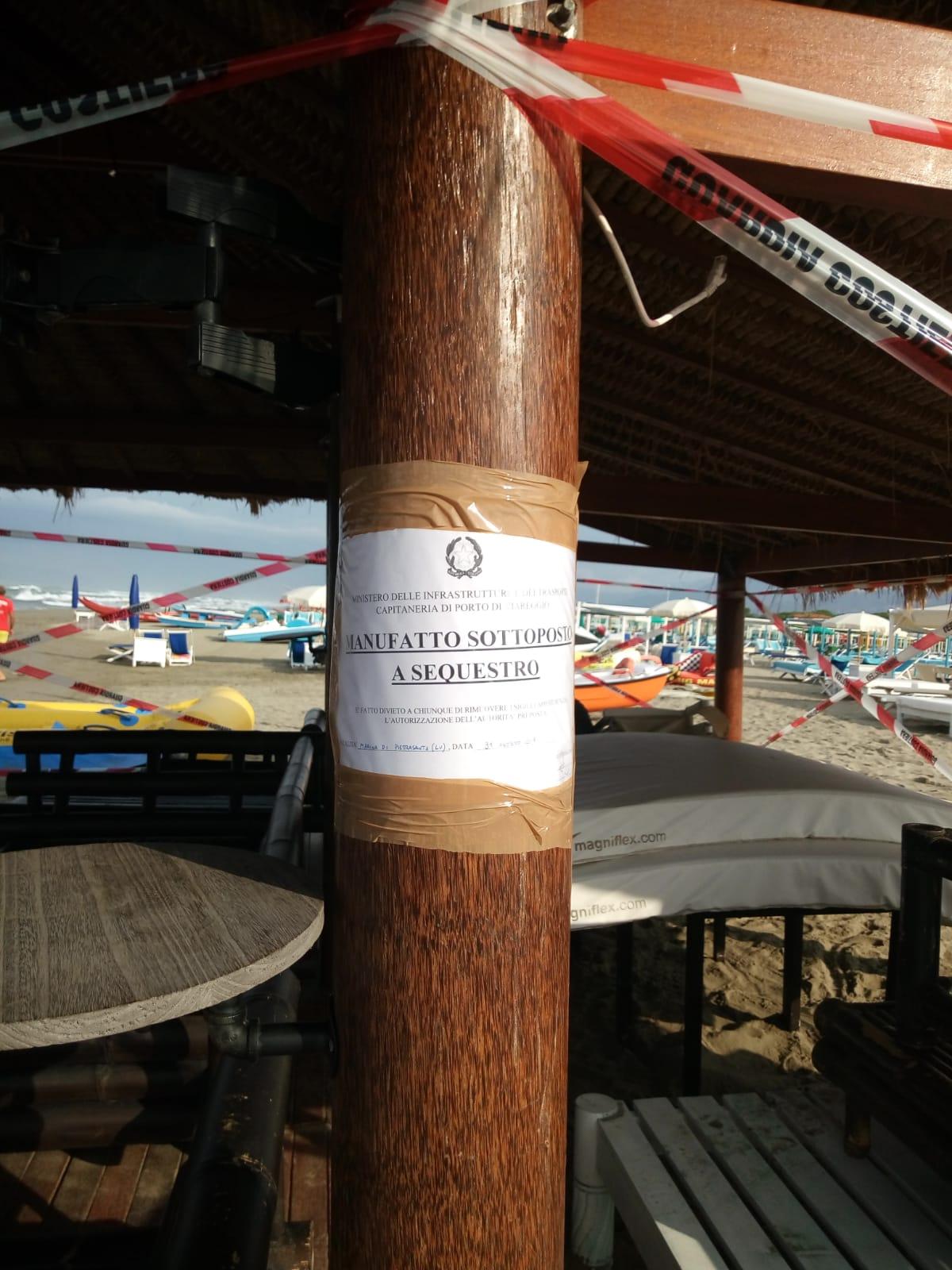 La pagoda finisce sotto sequestro: i sigilli apposti dalla Capitaneria di Porto su disposizione dell'autorità giudiziaria