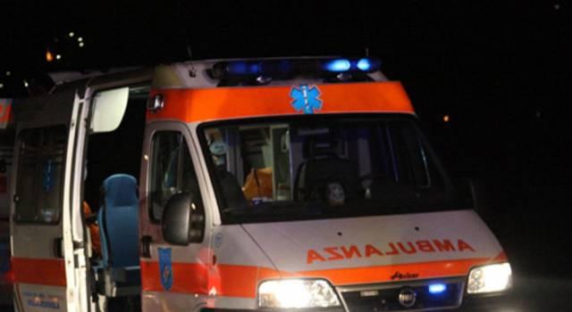 Auto contro scooter, uno dei due feriti è morto