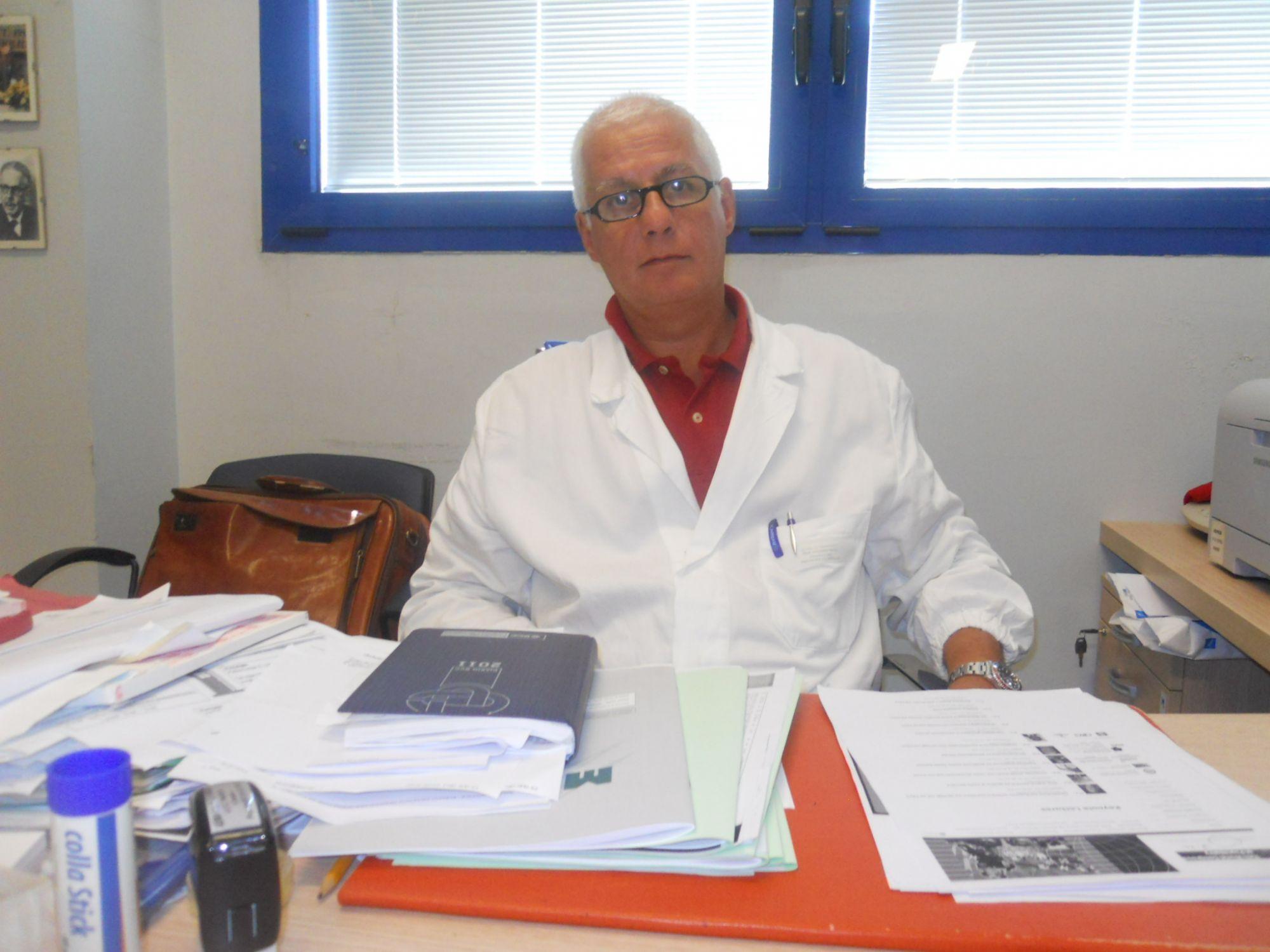 """Scrive dell'Asl su Fb, il prof Di Fiorino deferito. """"Censura da regime"""", la denuncia del sindacato"""