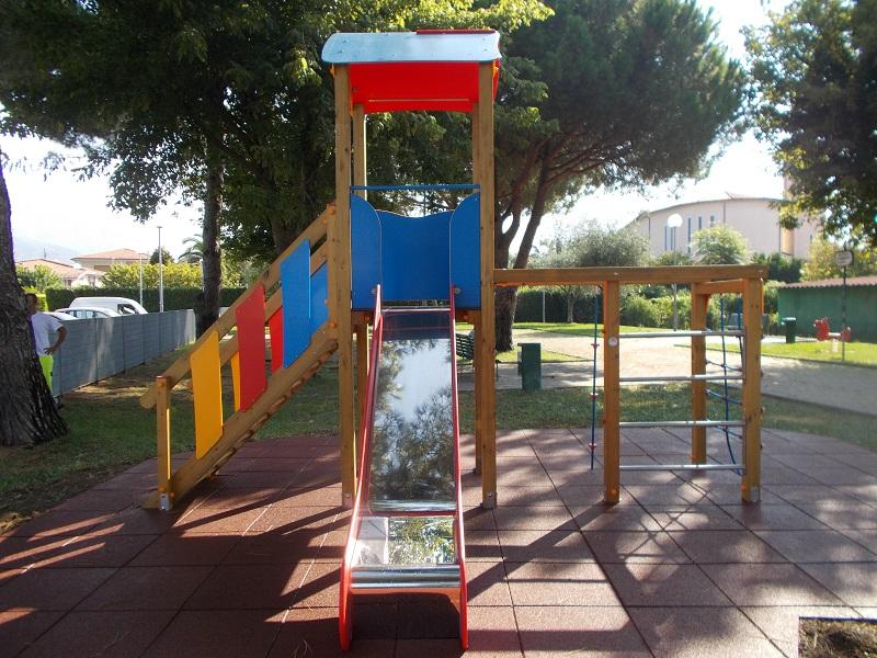 Nuovi giochi al parco di via dell'Acqua e di Vaiana