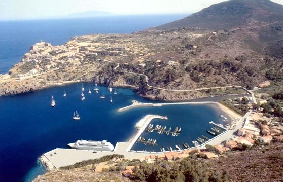 Le Fiamme Gialle in visita all'isola di Capraia