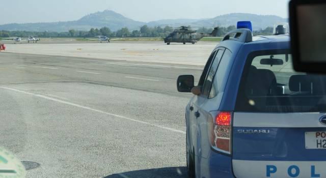 Aggredì due poliziotti a Viareggio, scarcerato verrà portato in aereo in Marocco