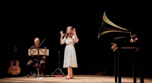 """Elisabetta Salvatori presenta lo spettacolo """"Piccolo come le stelle. La vita di Giacomo Puccini"""""""