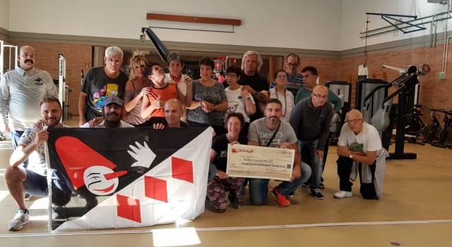 """I Carnevalari donano 1500 euro al gruppo sportivo """"Handicappati Toscana Onlus"""""""