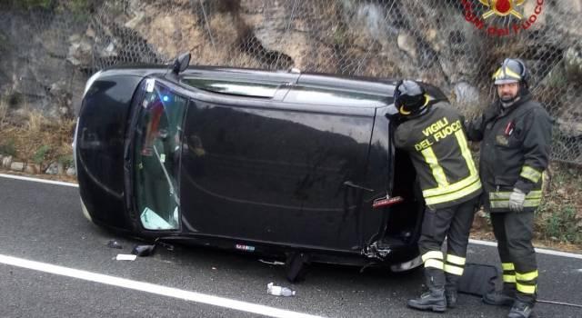 Incidente tra San Giuliano e Lucca: auto ribaltata