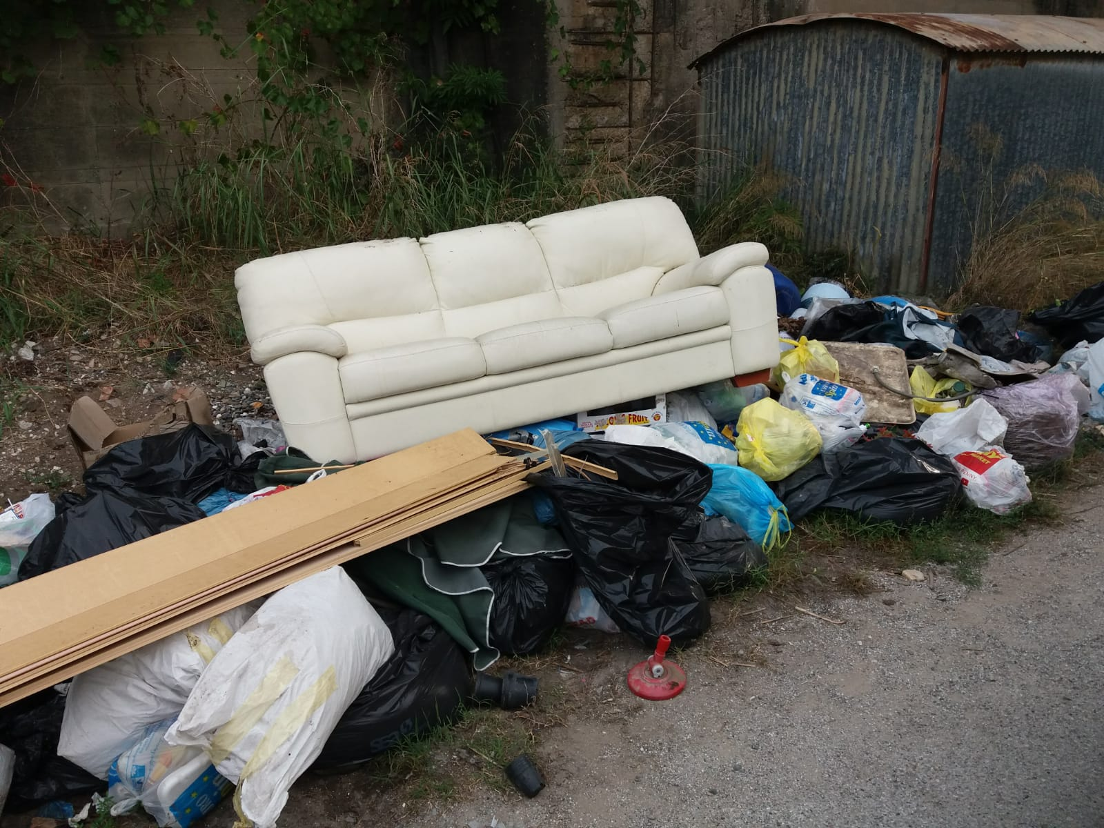Nuova discariva abusiva scoperta da Fare Verde Versilia in Via Paladini e fosso le Quindici