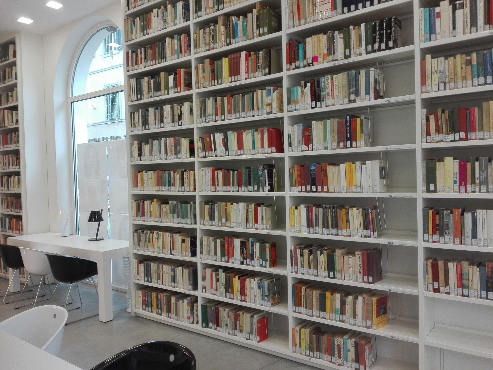 Biblioteca comunale presa d'assalto per il primo week-end dopo la riapertura