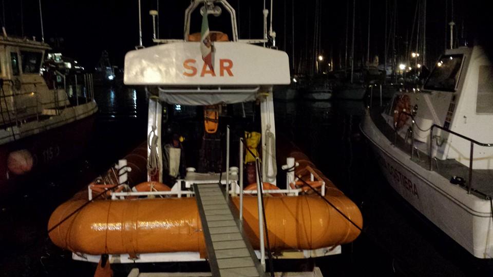 Pesca notturna illegale, utilizzavano fonti luminose a bordo per attirare totani e calamari