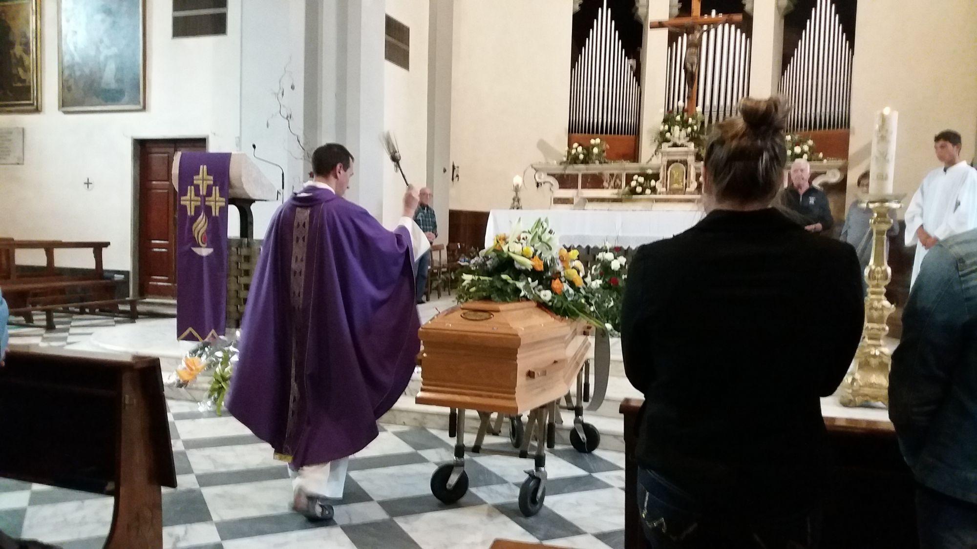 """Ciao """"Cecchino"""", l'ultimo saluto a Tureddi nella chiesa di Torre del Lago"""