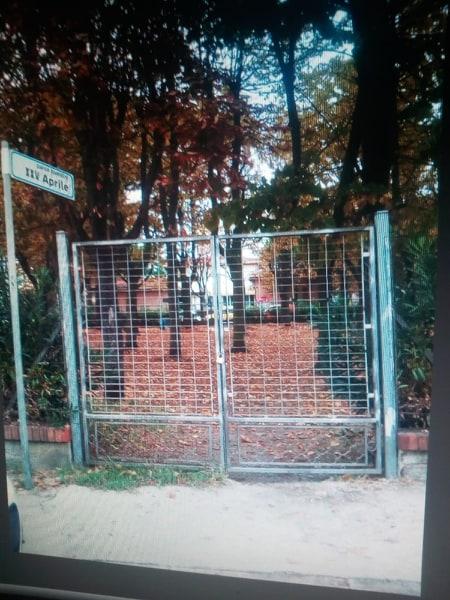 """Lucchetti al parco affidato ai cittadini: """"Il Comune penalizza la buona condotta"""""""