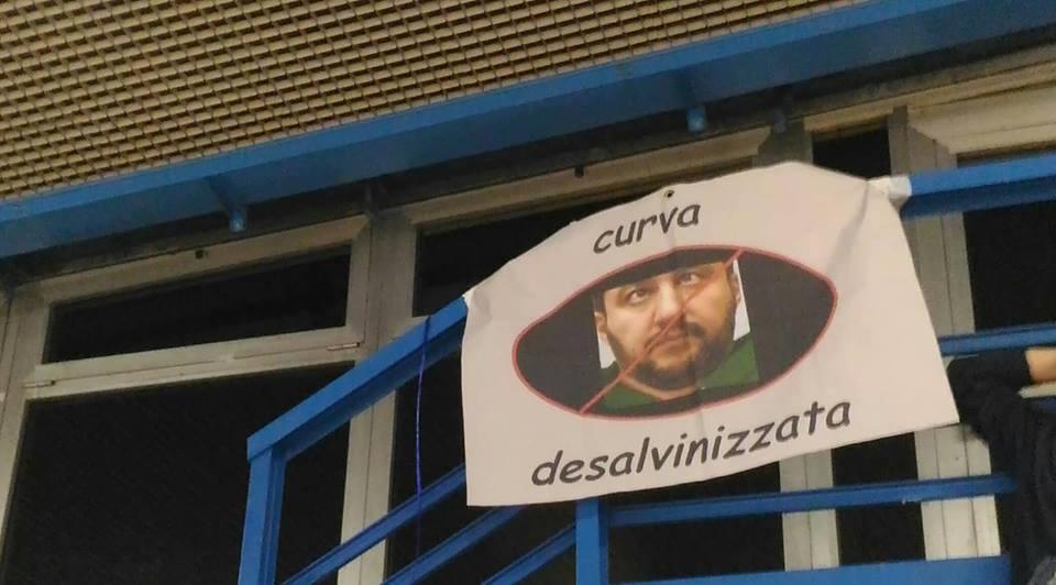 """""""Curva desalvinizzata"""" al palasport di Viareggio"""