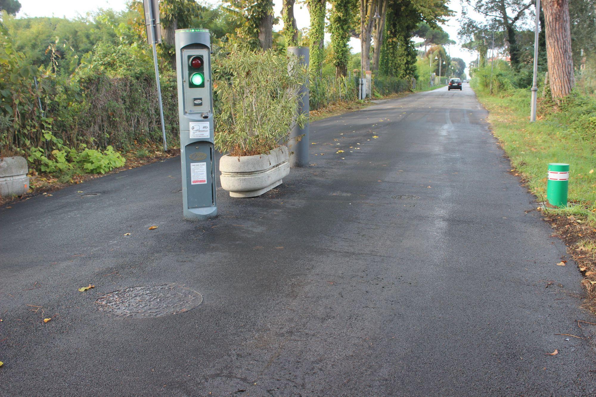 Viabilità, nuovo asfalto a Focette e messa in sicurezza ingresso via Cavour