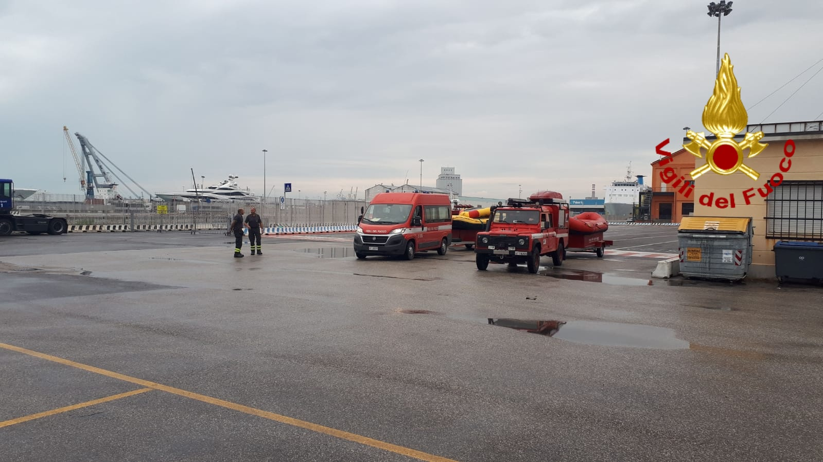 Alluvione e ponte crollato in Sardegna, partiti da Livorno i pompieri della Toscana