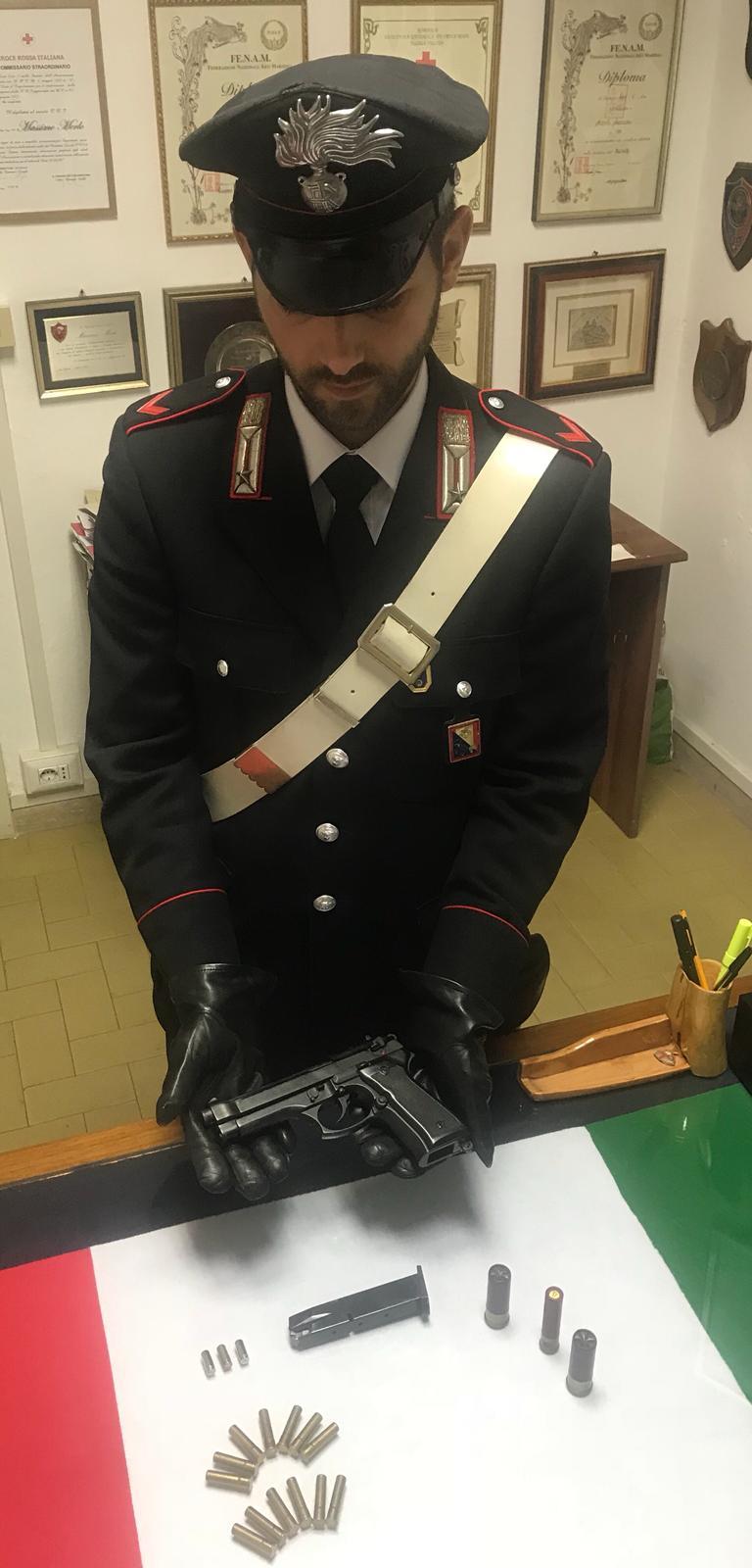 Estorsione aggravata dall'utilizzo di armi e spaccio, due in manette a Massarosa